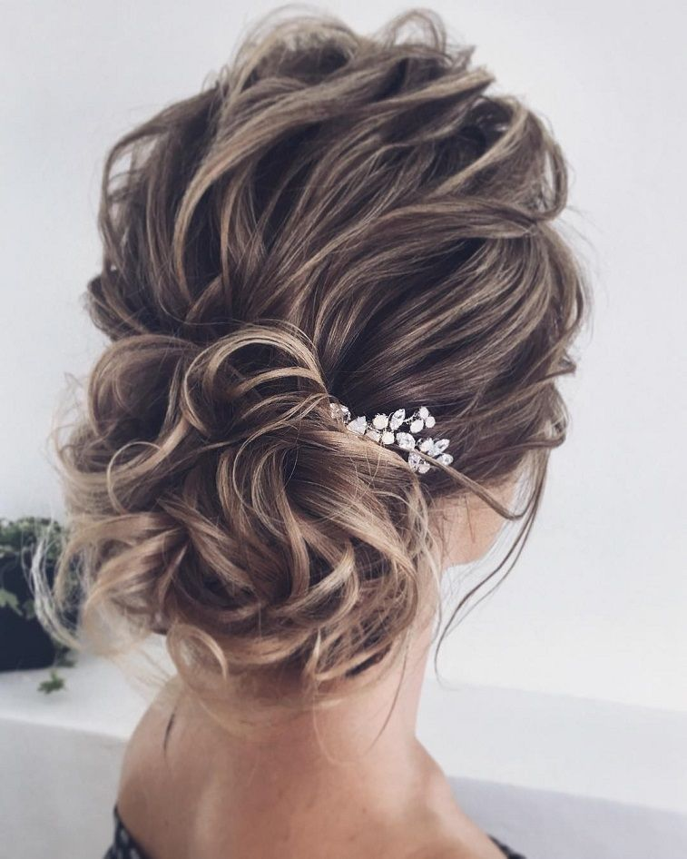 11 Gorgeous hairstyles for WAVY HAIR that perfect for any occasion - half up half down hairstyle #hairstyle #weddinghair #promhairstyle #prom #wedding #updo #hairupstyle