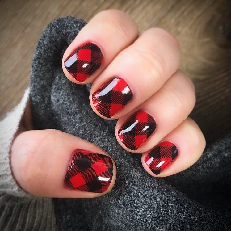 Red and Black Checkered Design Cute Nail Art for Short Nails