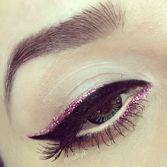 How to Wear Liquid Glitter Eyeliner
